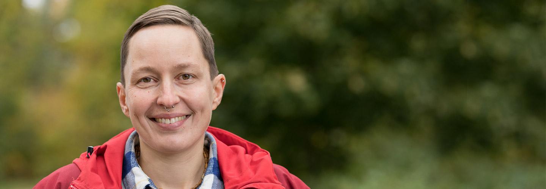 Kasvokuva sarjakuvapiirtäjä ja graafinen suunnittelija Kaisa Lekasta.